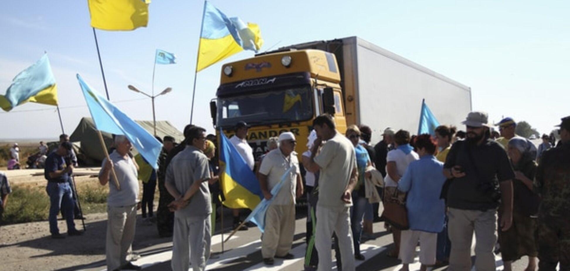 За місяць блокади Криму кількість охочих перетнути 'кордон' знизилася в шість разів