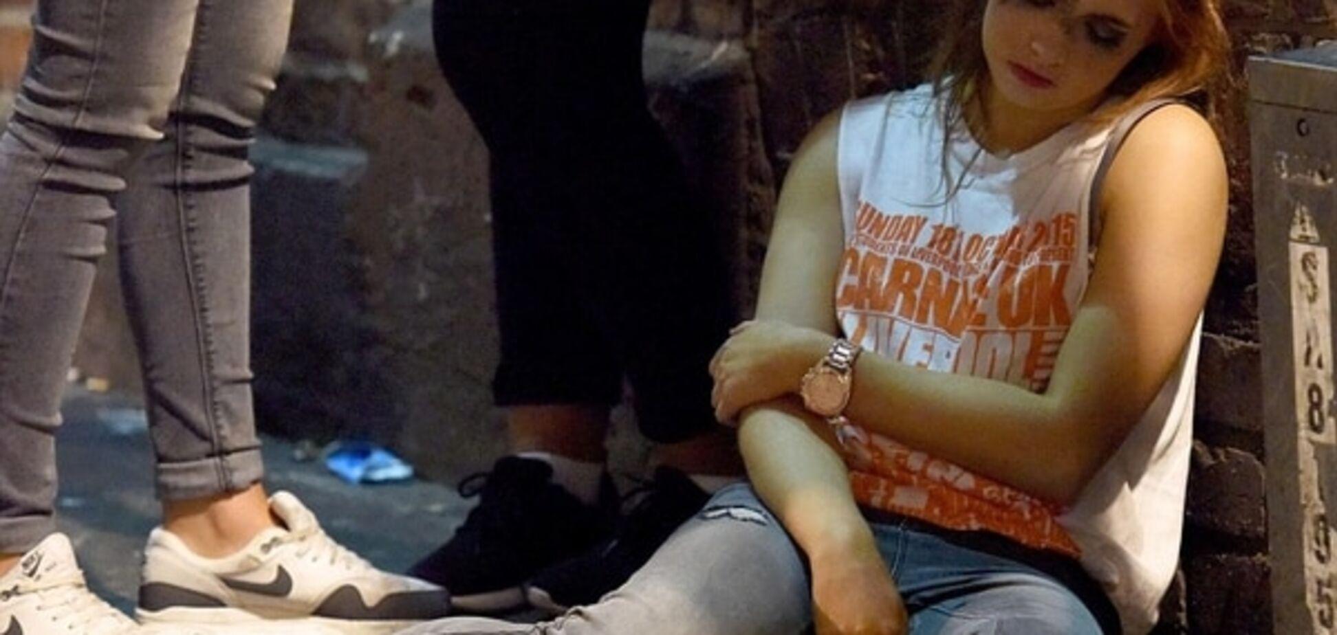 В Британии начался 'сезон студенческих пьянок': шокирующие фото, сделанные возле пабов