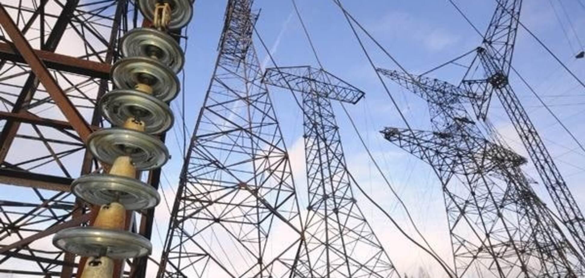 Невідомі спробували 'відрізати' мінометними снарядами електрику для Криму