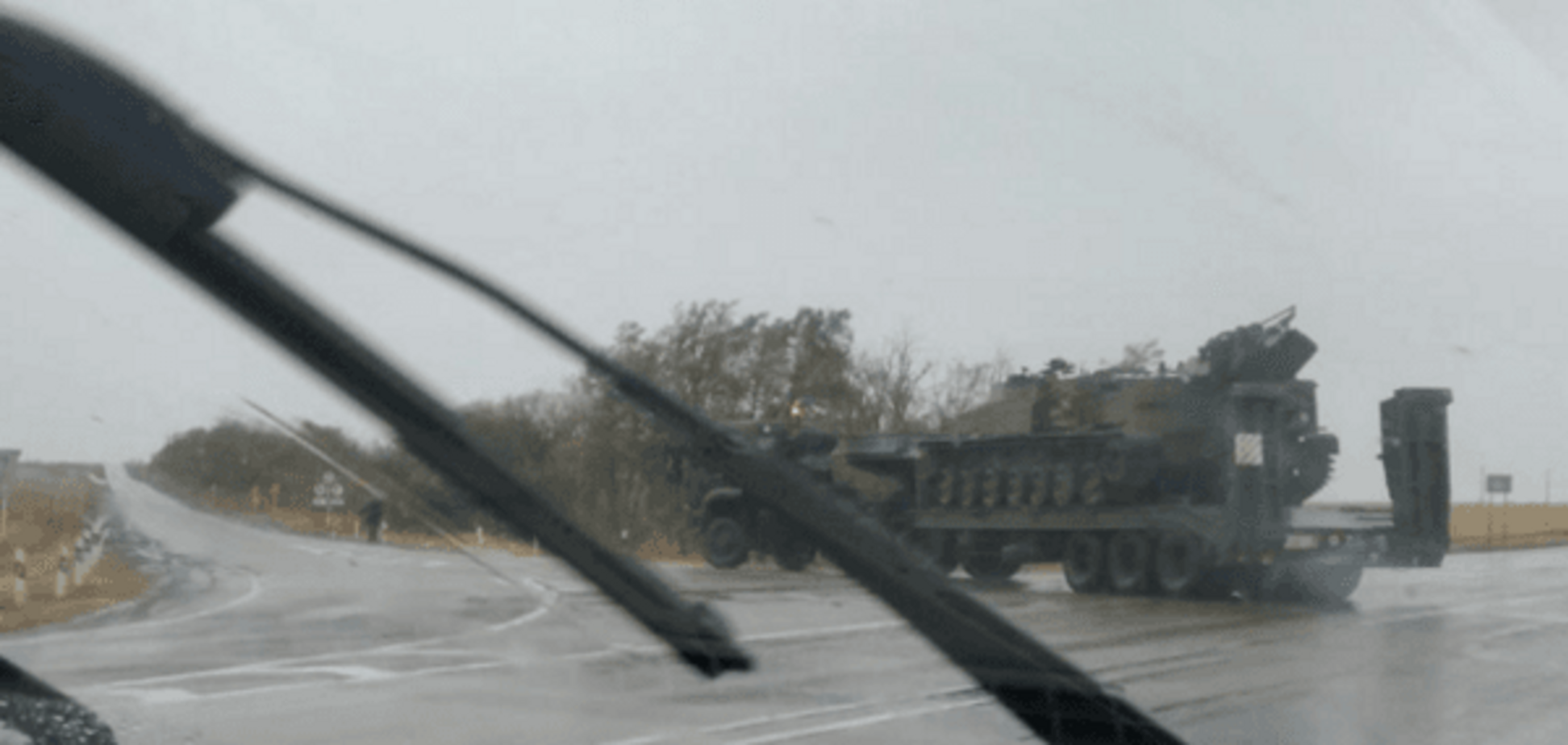 Адвокат Савченко 'засік' на кордоні з Україною військову техніку 'борців із хунтою': фотофакт