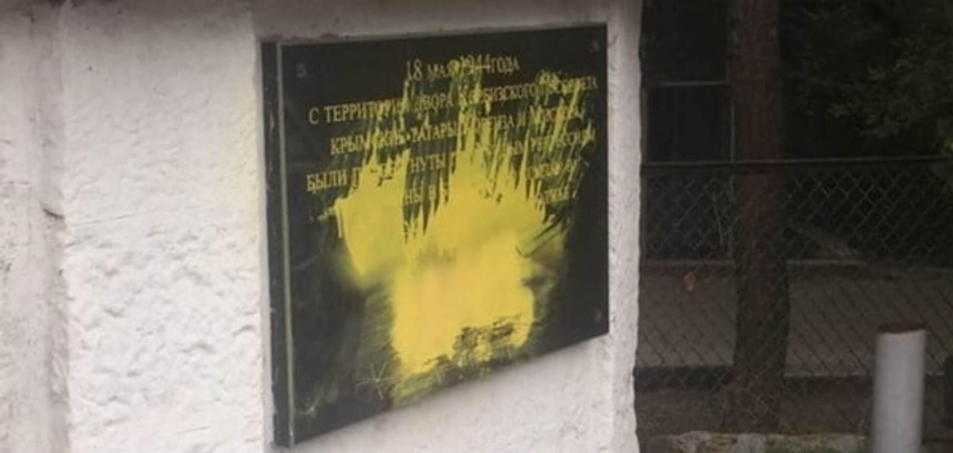 Оккупанты в Крыму осквернили мемориал памяти жертв депортации крымских татар: фотофакт