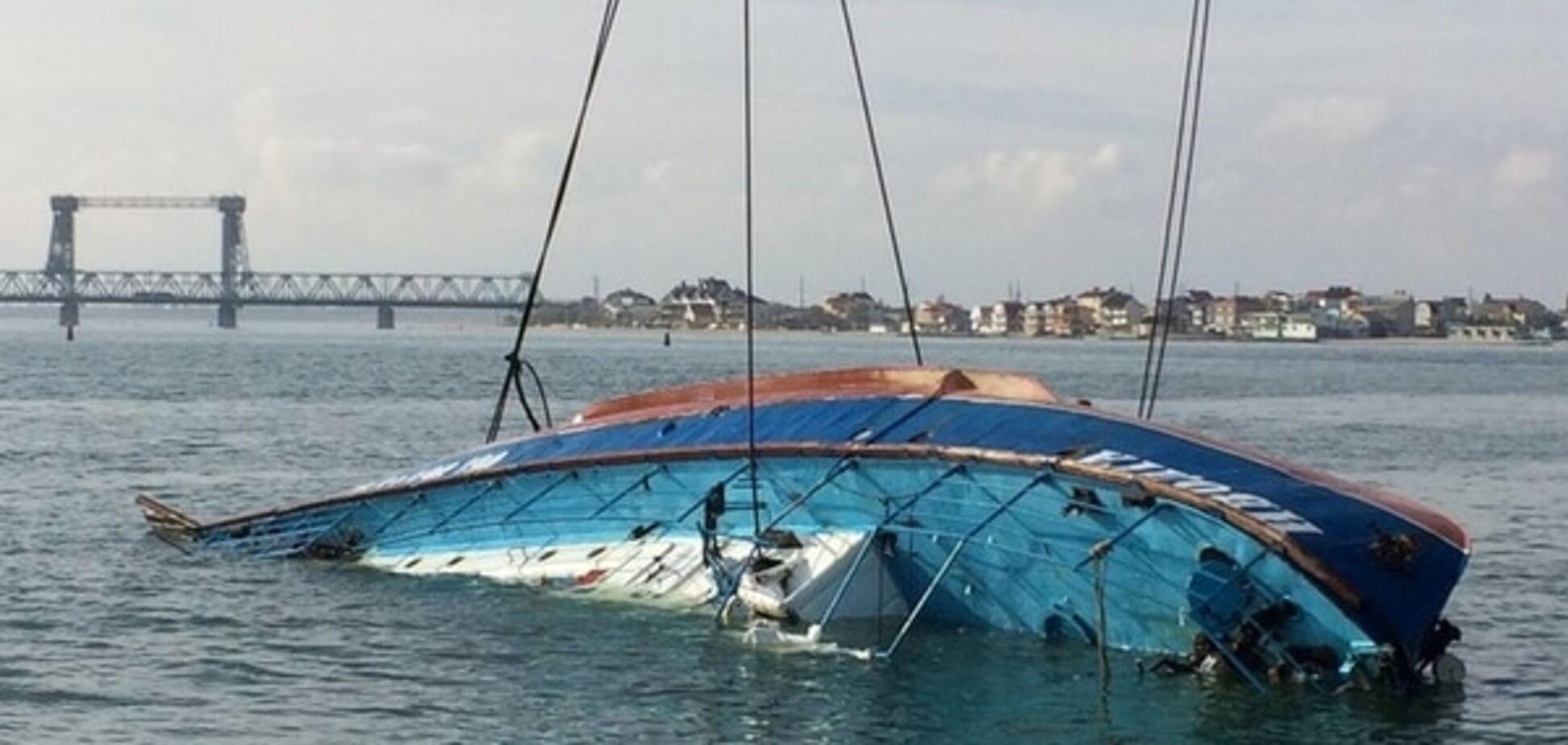 Спасатели распилили 'Иволгу' в поисках погибших пассажиров: видеофакт