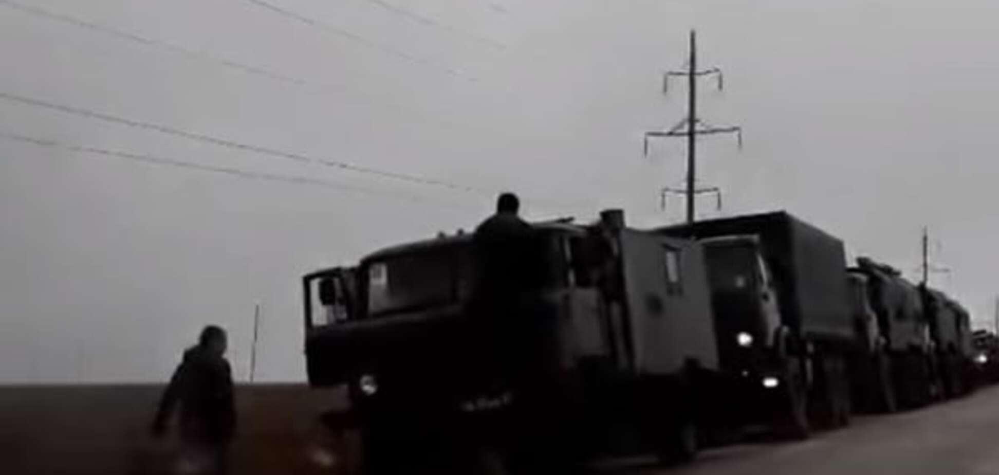 В окупованому Криму зняли колону військової техніки країни-агресора: відеофакт
