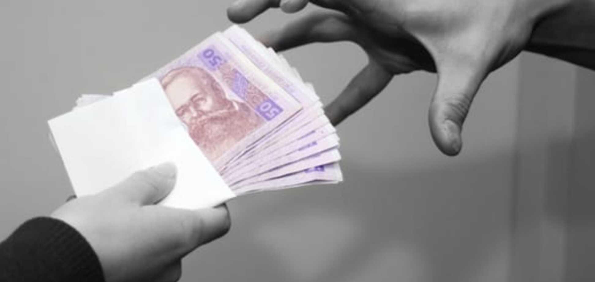 Вибори в Миколаєві: у глави дільничкому вилучили пакет з 30 тис. грн