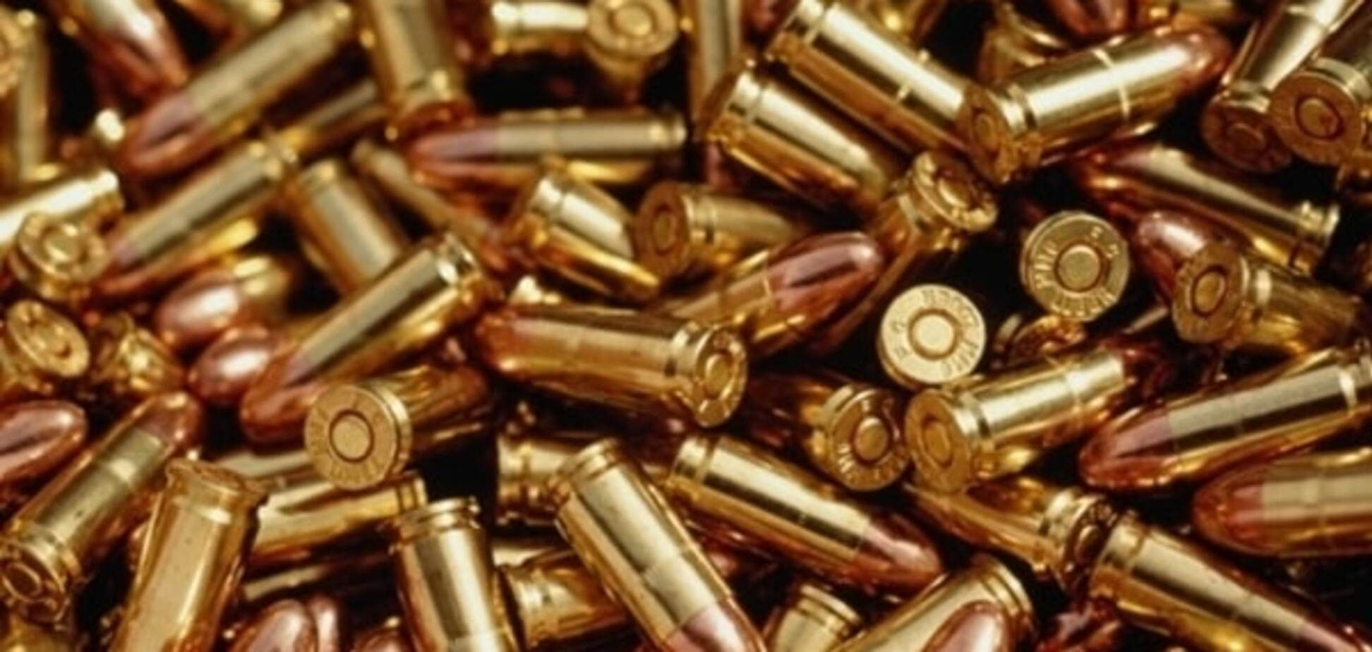 В Ужгороді міліція застала чоловіка за 'риболовлею' в калюжі: 'наловив' 95 патронів