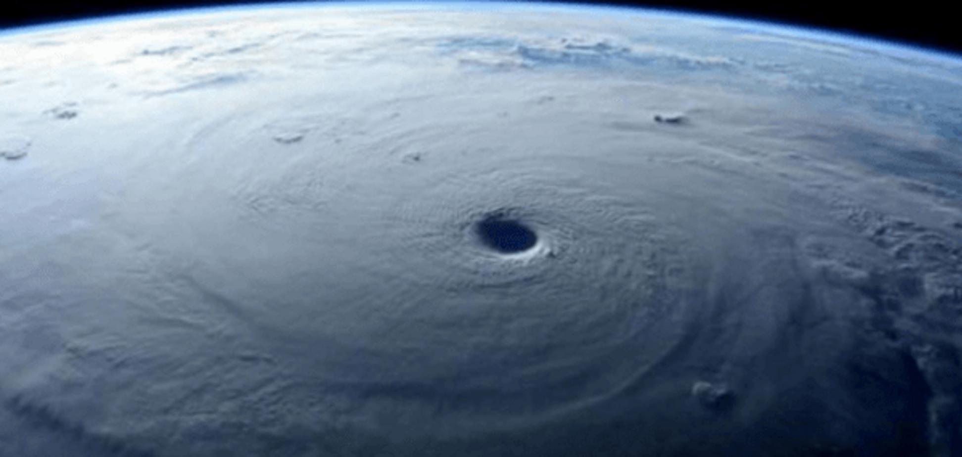 В сети появились первые видео и фото сильнейшего за 50 лет урагана 'Патрисия'