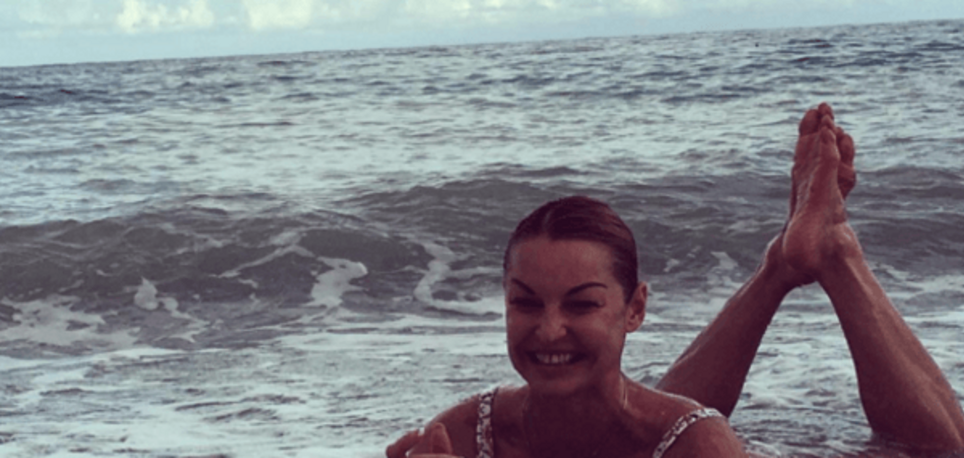 Турецкие каникулы: Волочкова выложила в Instagram фото со своим 'морским' шпагатом