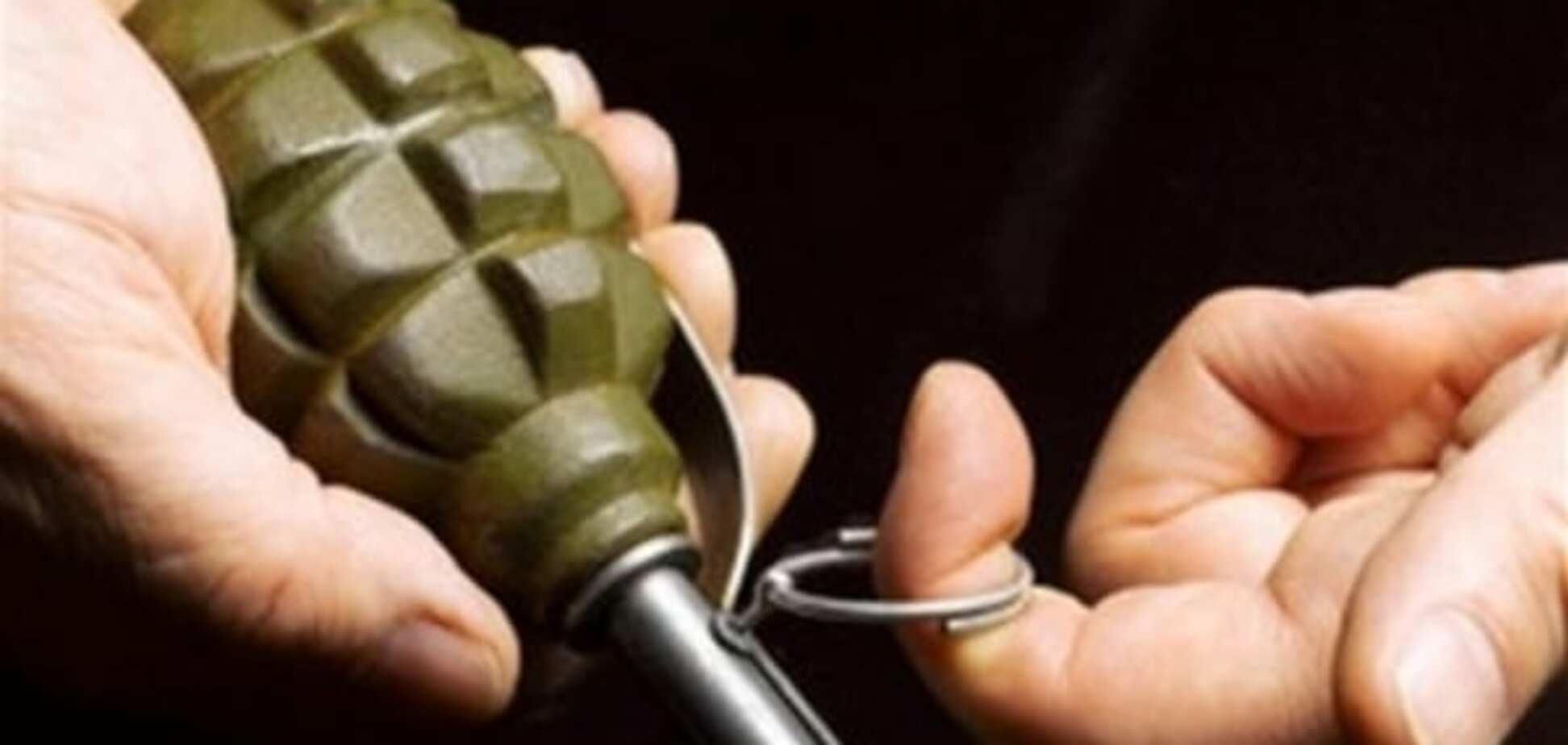 На Дніпропетровщині двоє чоловіків підірвалися на гранаті: один загинув