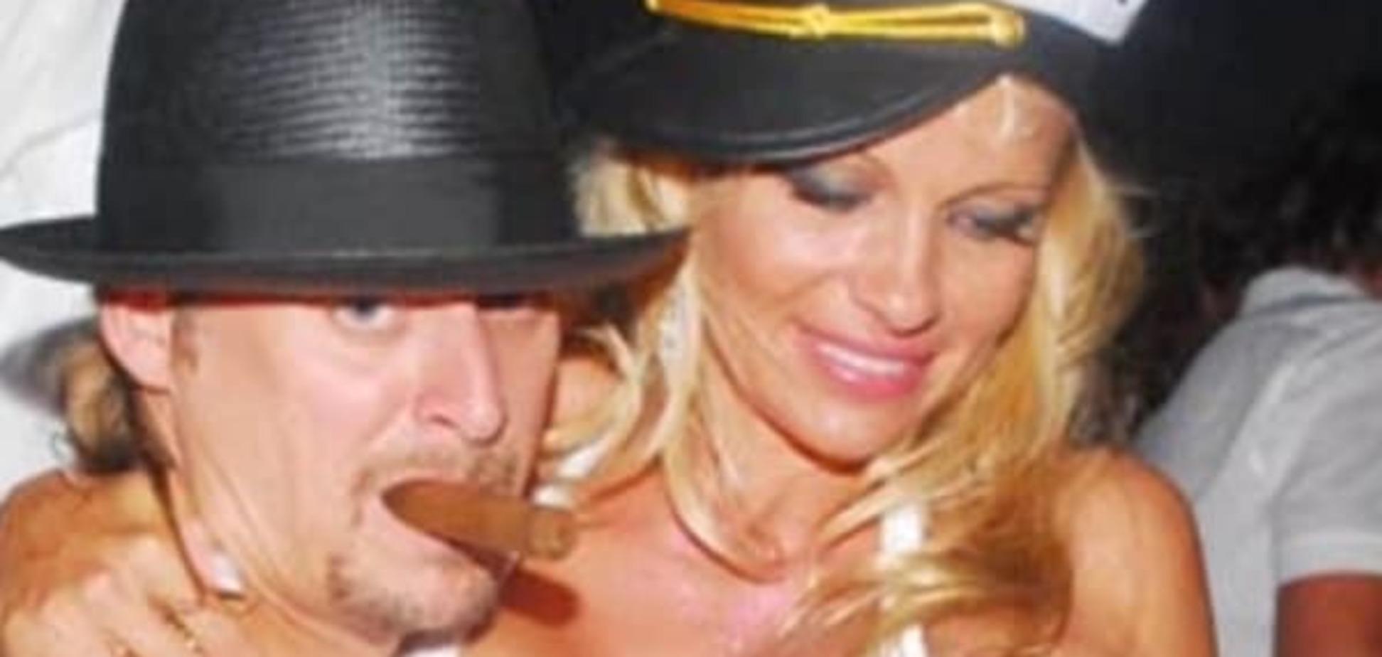 Топ-5 нелепых свадебных нарядов звезд: Памела Андерсон в купальнике и эпатажная Тина Тернер