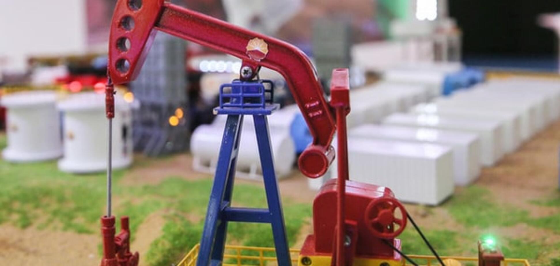 Нефть подешевела на 3% и обвалила рубль