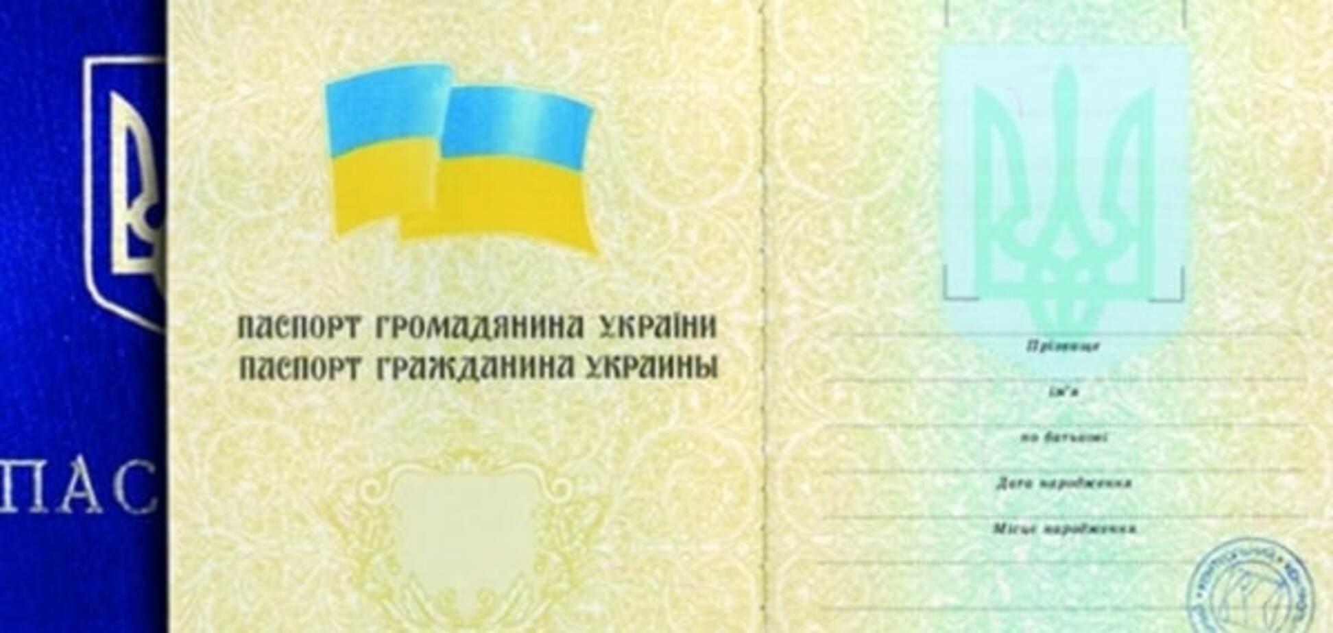 Без мови окупантів: Порошенко розгляне петицію про українські паспорти