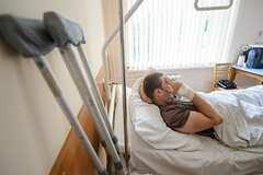 Скандал в военном госпитале: операции проводят через посредников