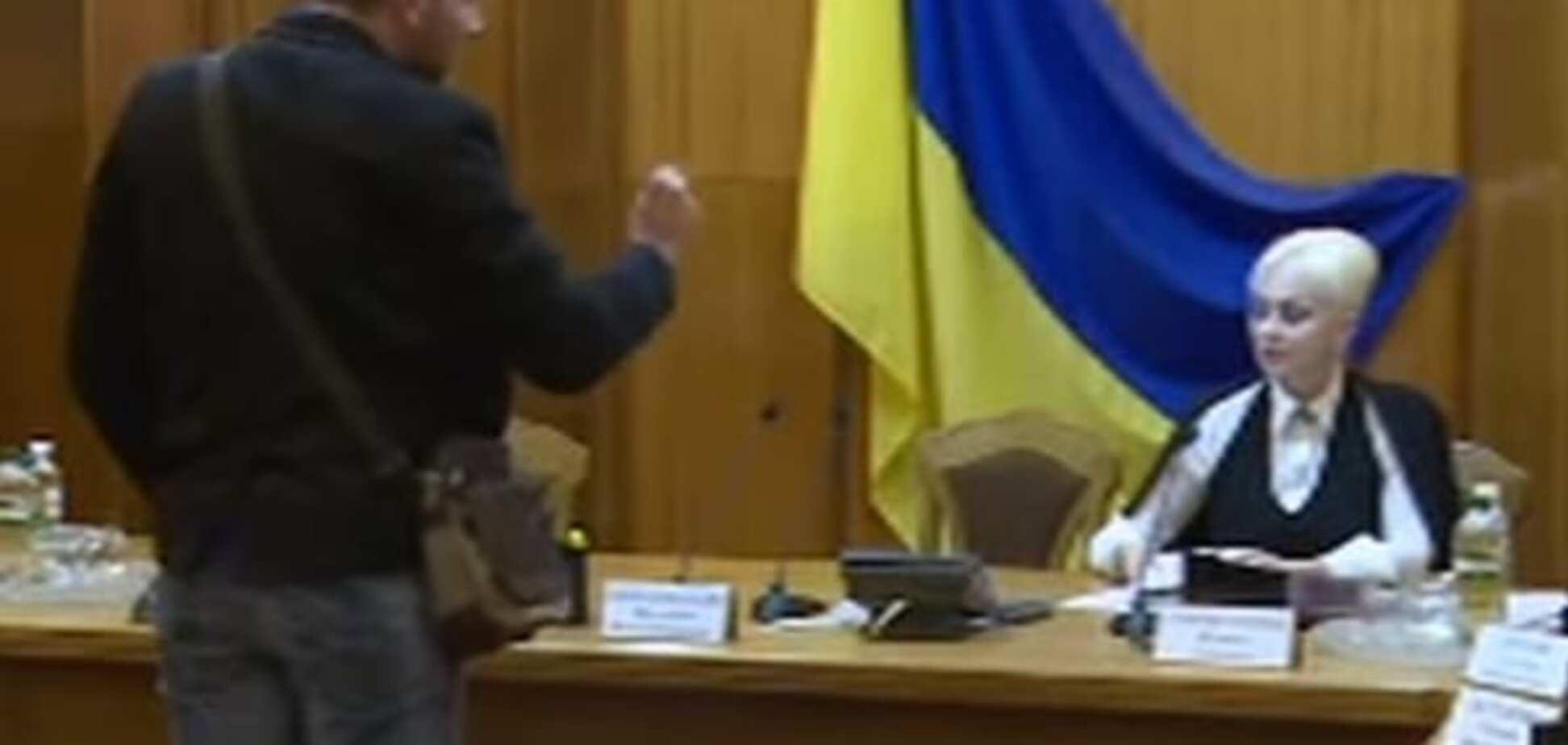 Вас нагнули! Парасюк устроил скандал в ЦИК из-за выборов в Павлограде: опубликовано видео