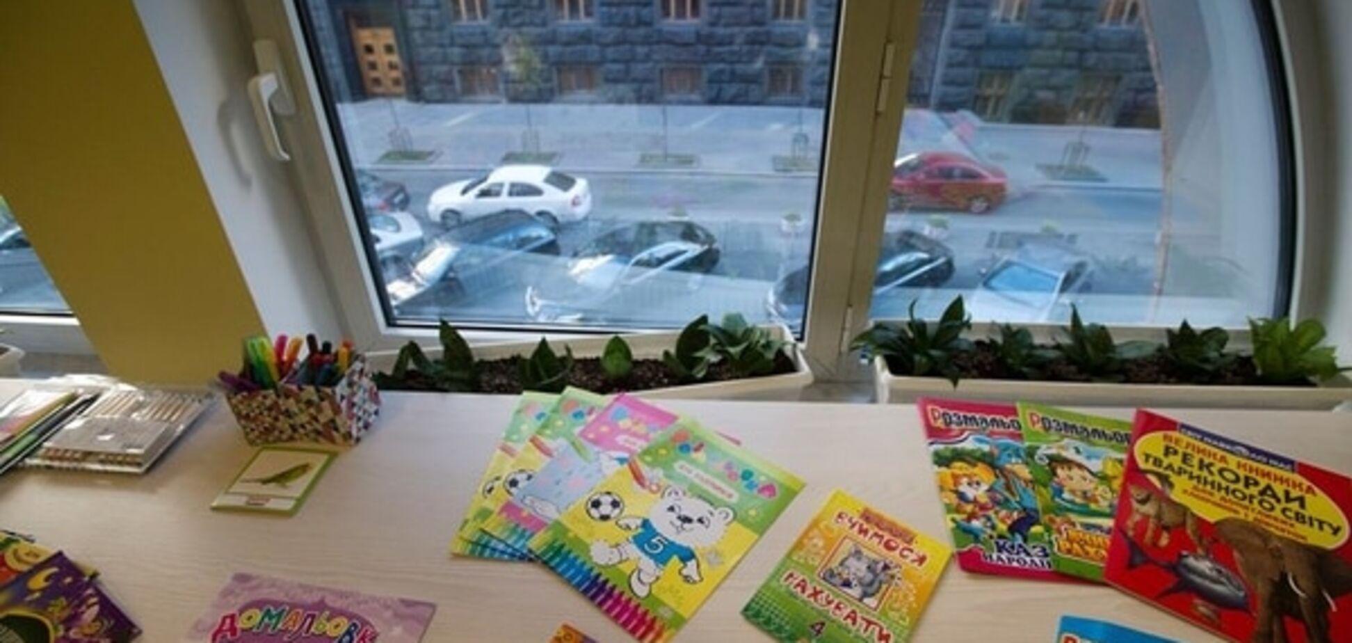 В Раде открыли 'детскую комнату' с видом на парковку: фотофакт