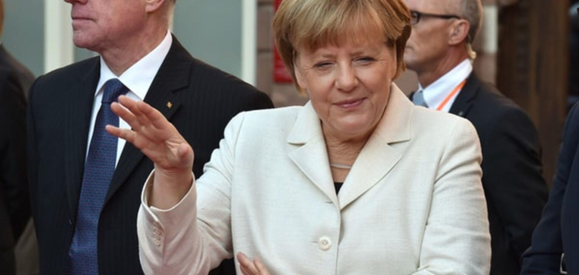 Гламурная Меркель потеряла счет своим пиджакам
