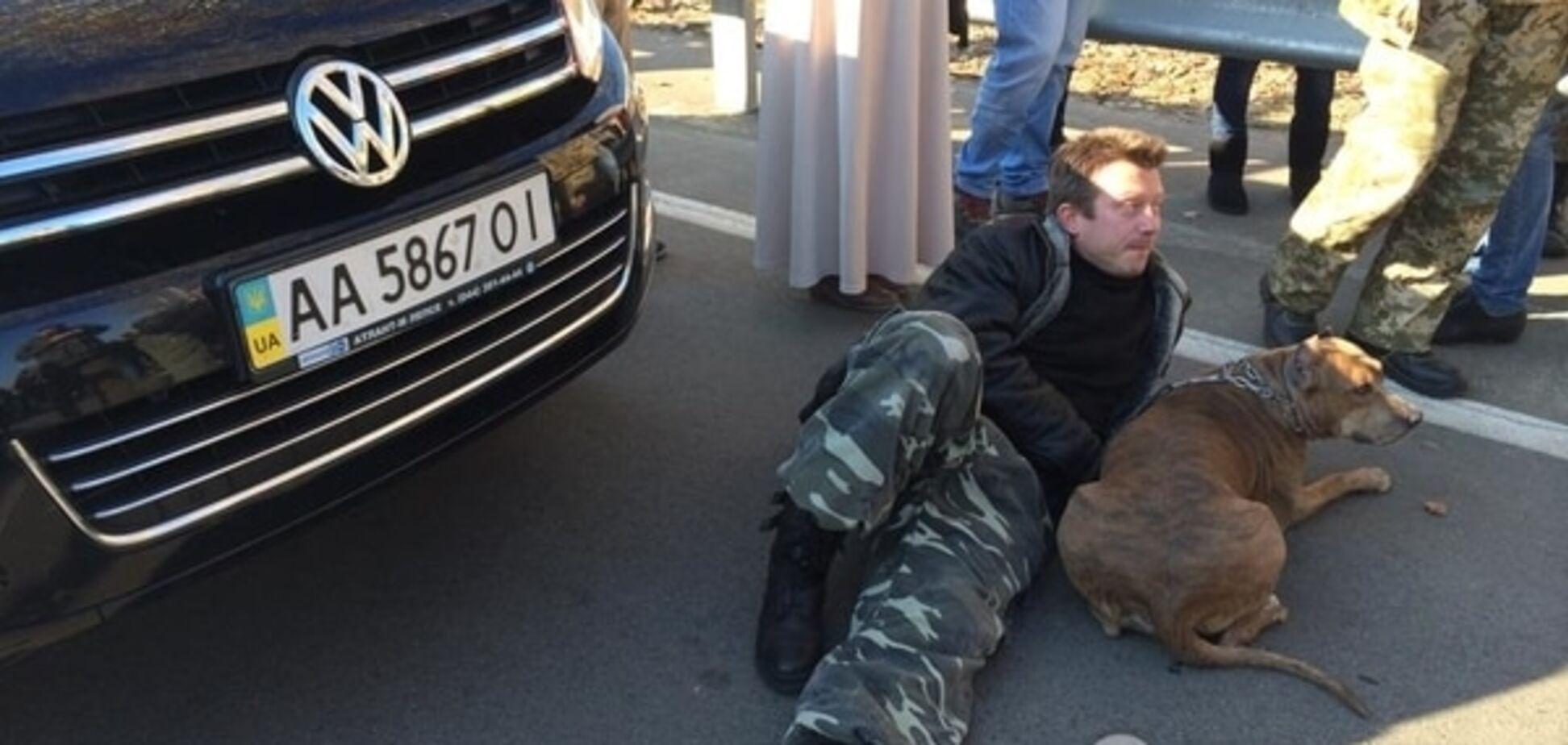 Під будинком Порошенка тітушки кидалися під колеса Автомайдану