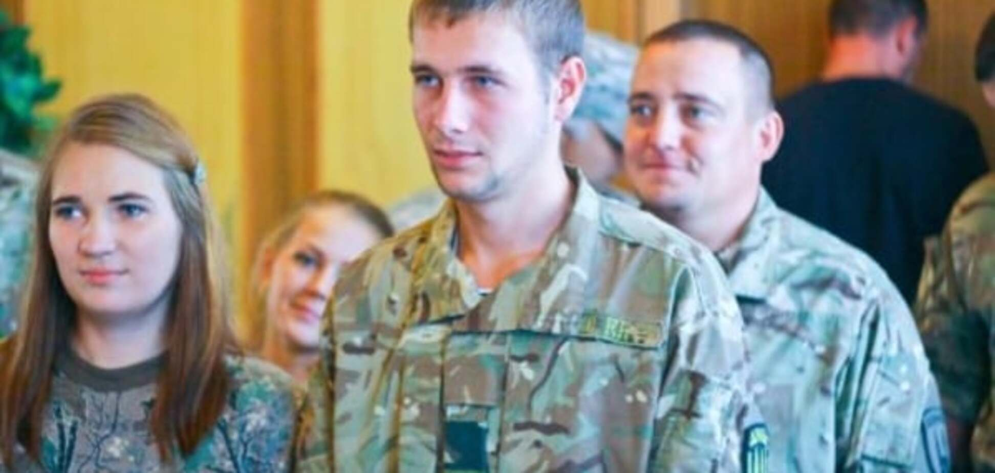 'Гірко!': У Маріуполі одружилися двоє бійців 'Донбасу'. Фотофакт