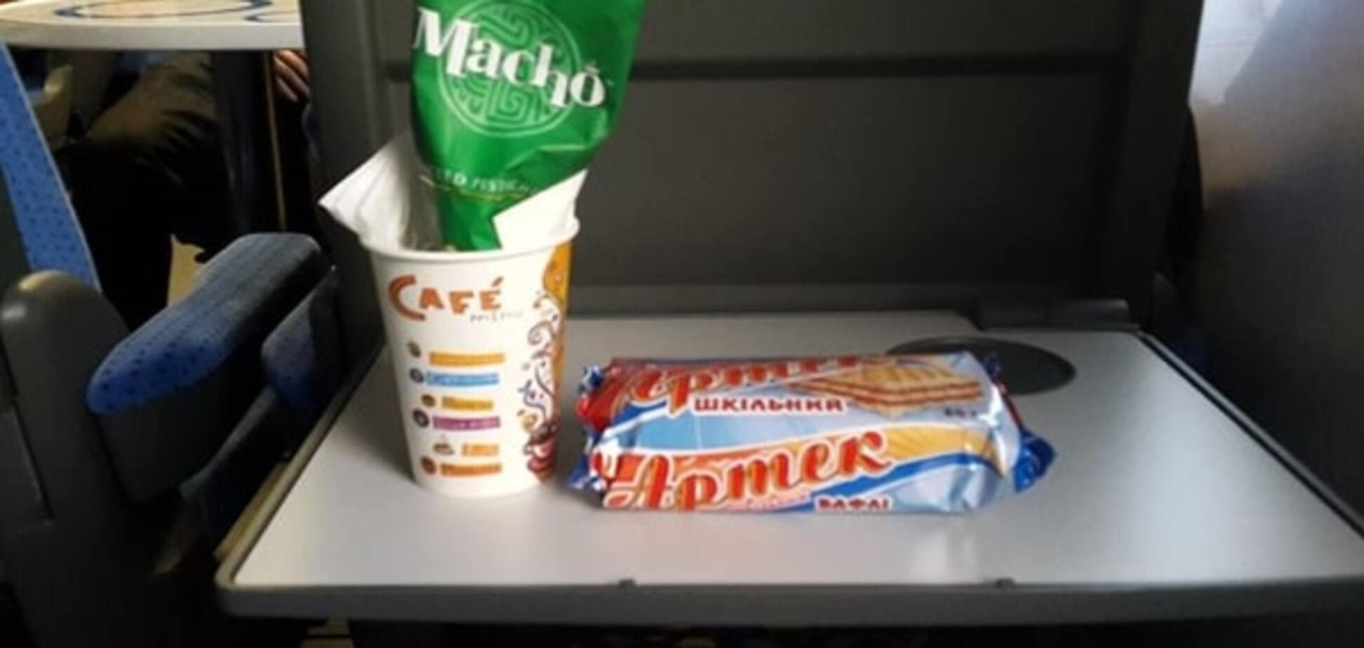 Розкіш не для всіх: соцмережі 'підірвала' ціна на вафлі в потязі 'Інтерсіті'