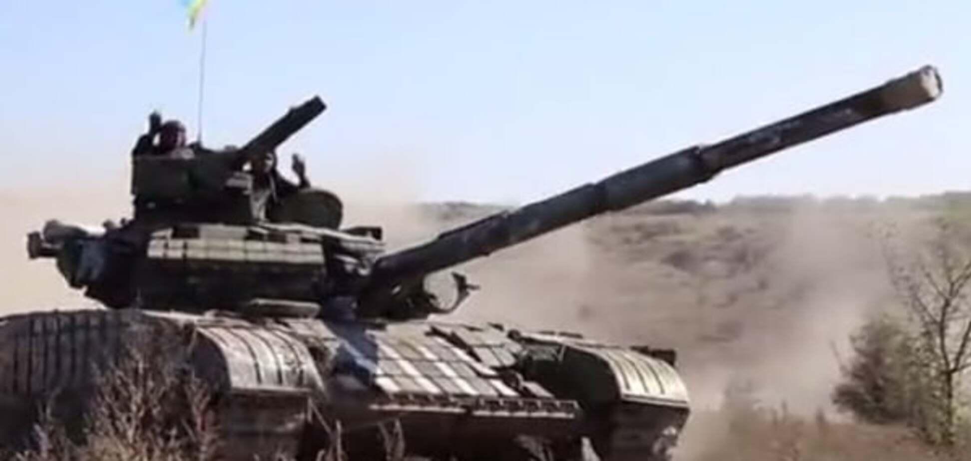 Опубліковано відео відведення танків сил АТО на Донбасі