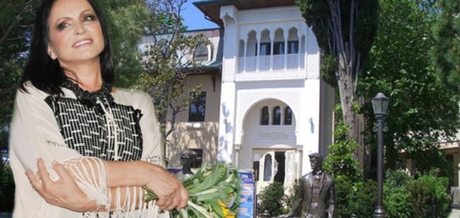 Гламурный отель Ротару пострадал от блокады Крыма: нечем кормить VIP-гостей