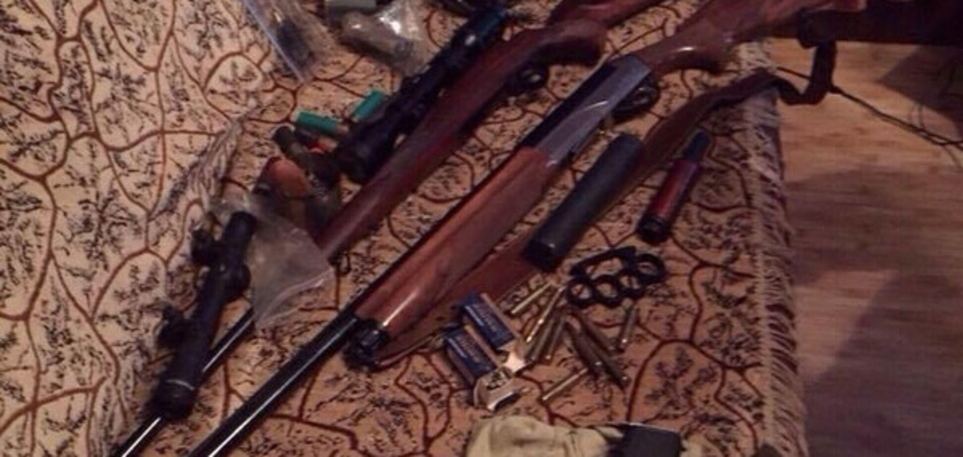 Під Києвом вилучили арсенал з десятками 'стволів' і гранатами: опубліковані фото