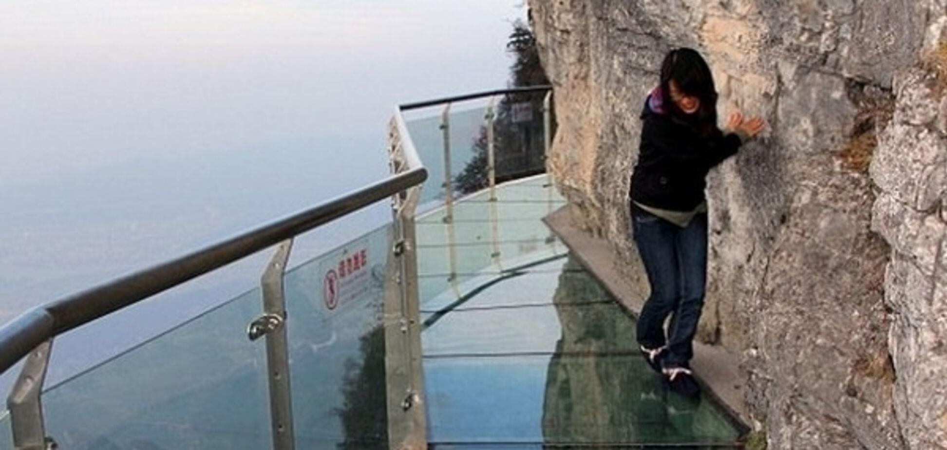 У Китаї під ногами туристів тріснув скляний міст