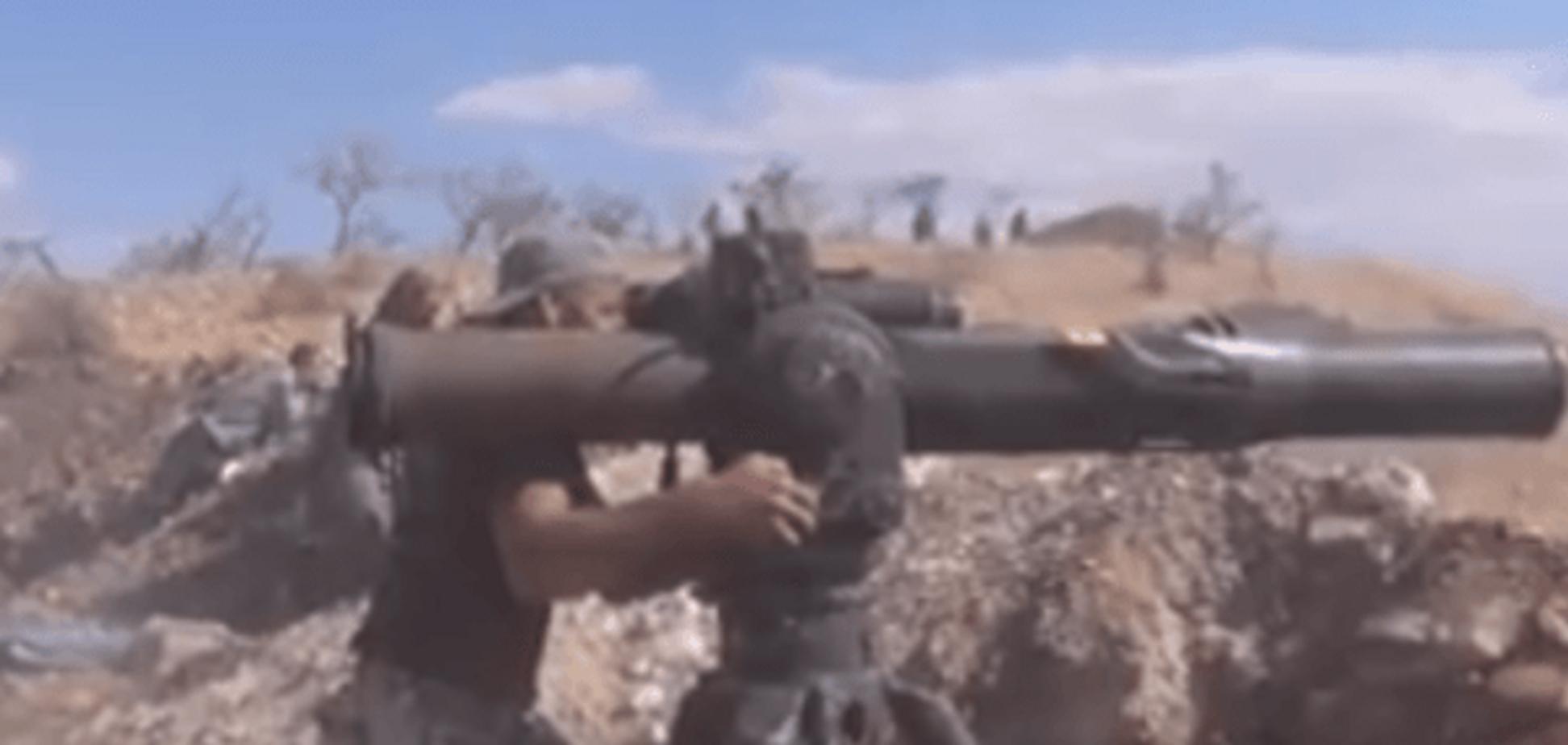 Горять, як сірники. У мережі показали, як повстанці палять танки Асада