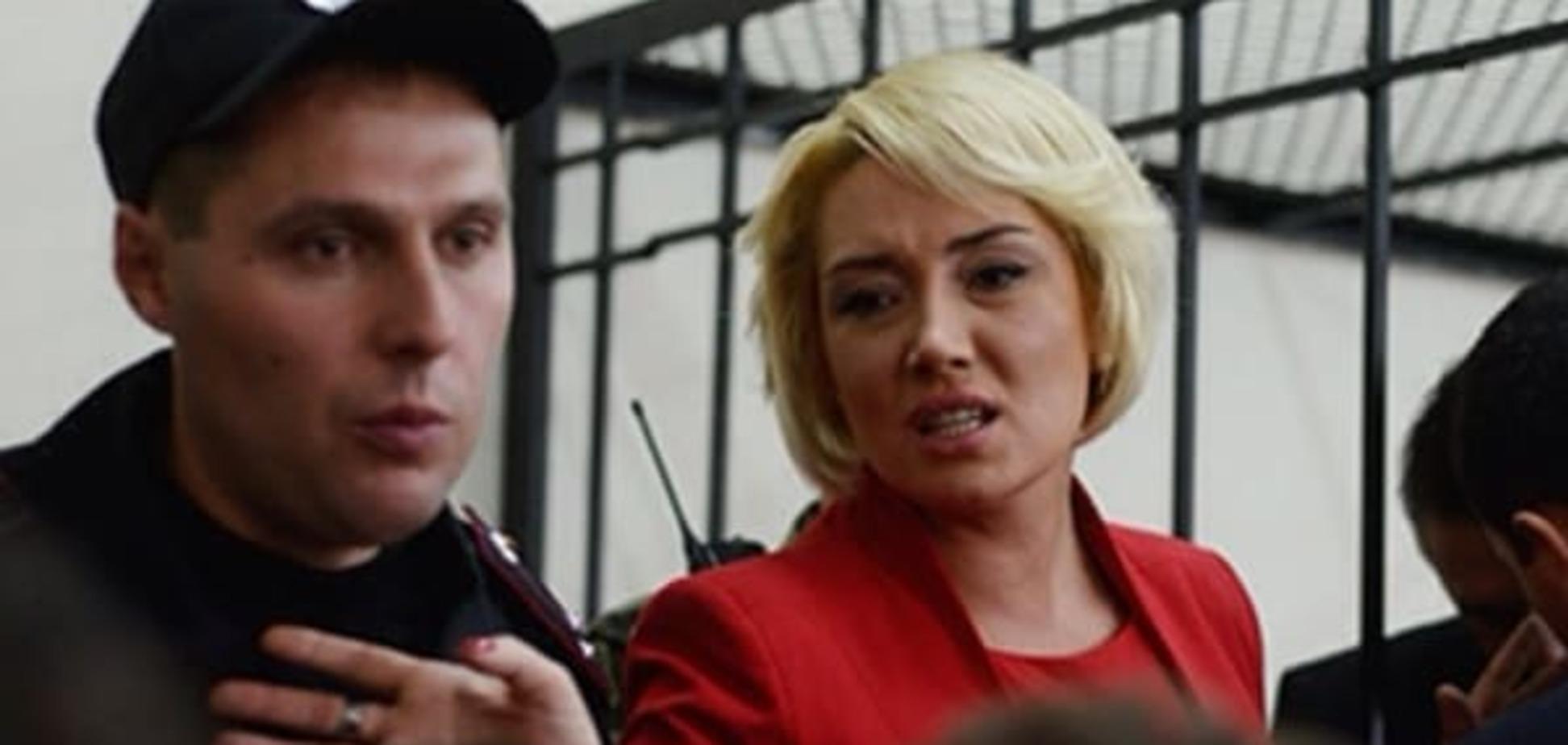 'Мне очень страшно': жена Мельниченко рассказала о предстоящих обысках