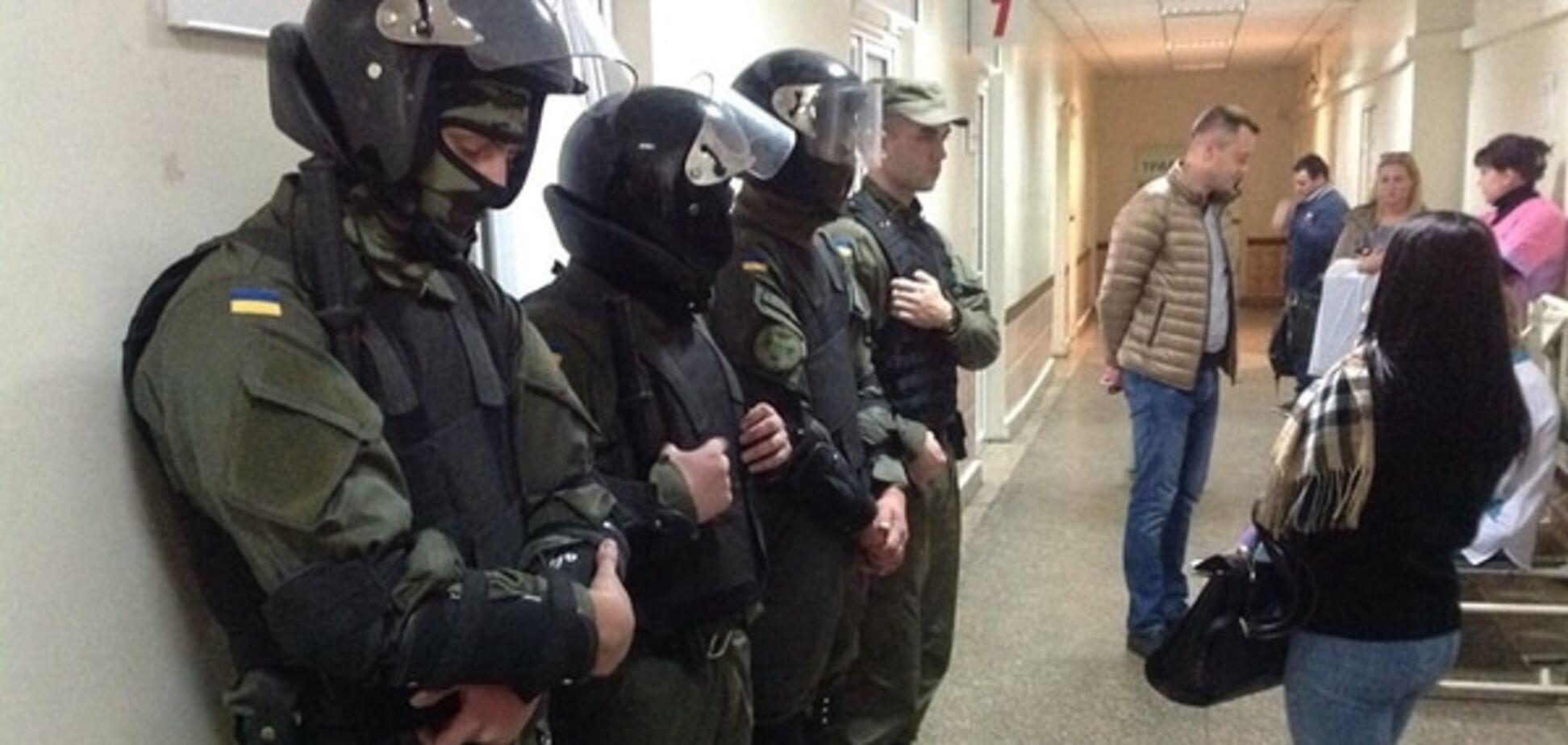 Мосійчук залишився в реанімації. Медики відмовилися давати коментарі