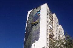 Гігантський мурал у Києві: художники подолали середину шляху