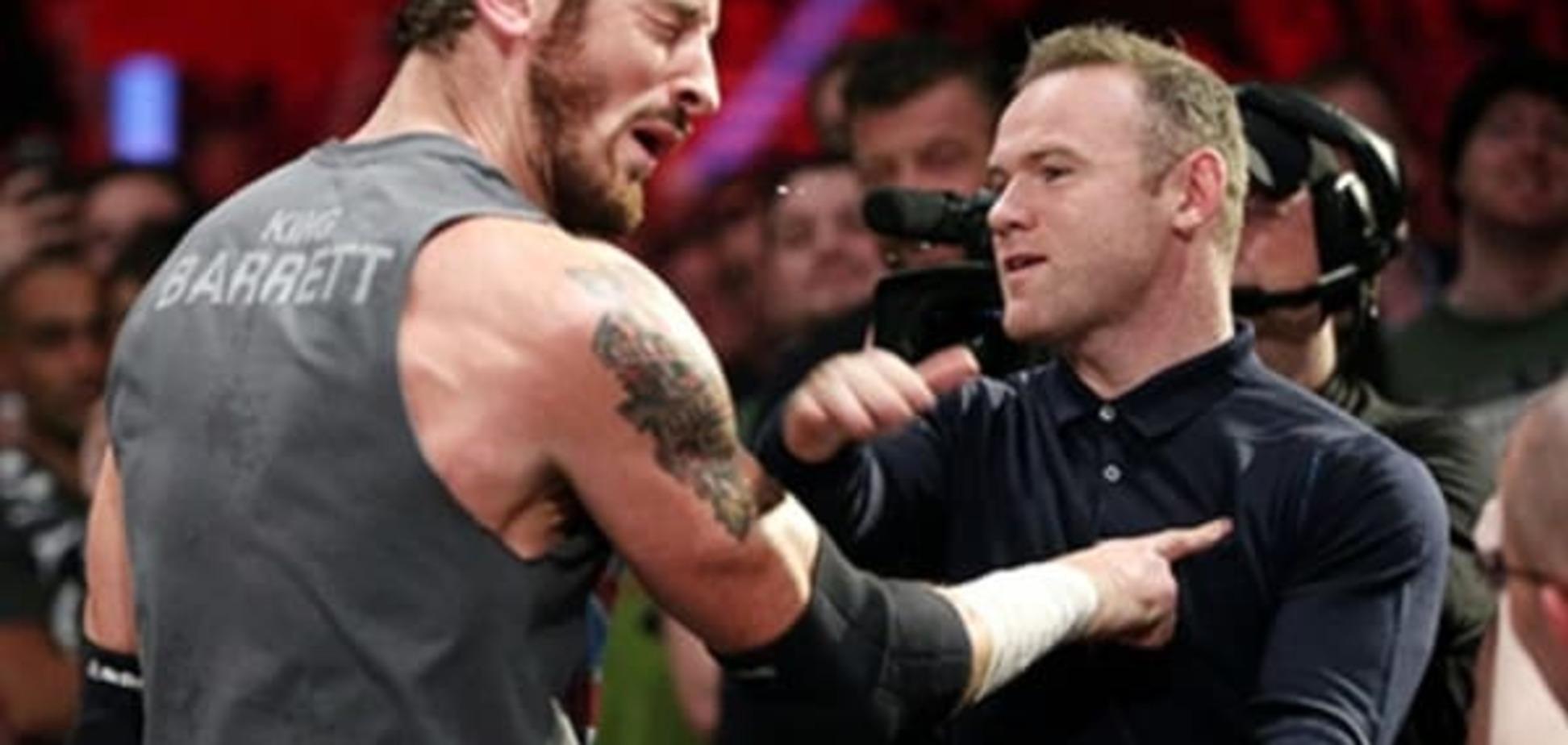 'Футбольный' нокдаун: Уэйн Руни одной пощечиной вырубил знаменитого рестлера