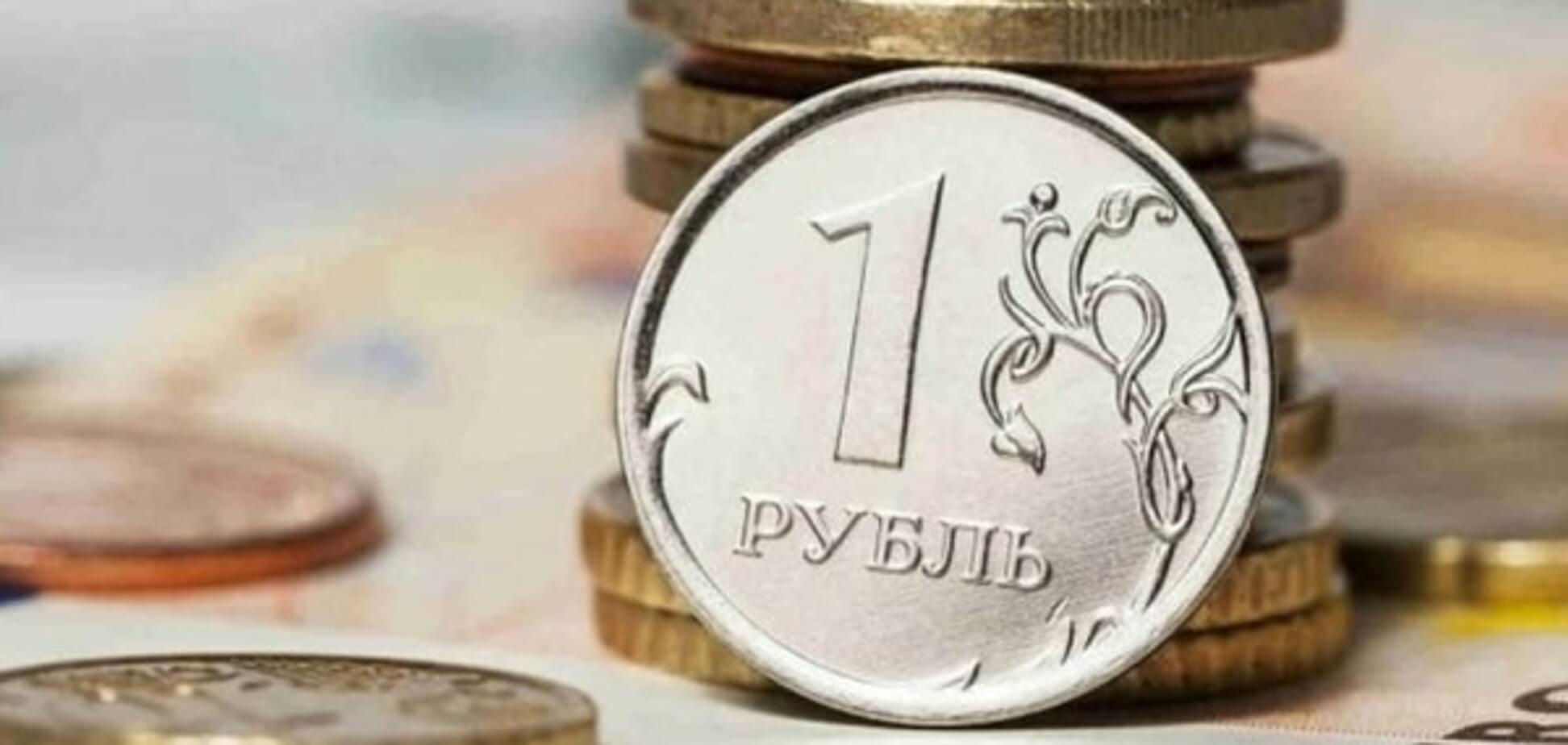 Нефть уже не поможет: стратеги HSBC объяснили, почему рубль будет падать и дальше