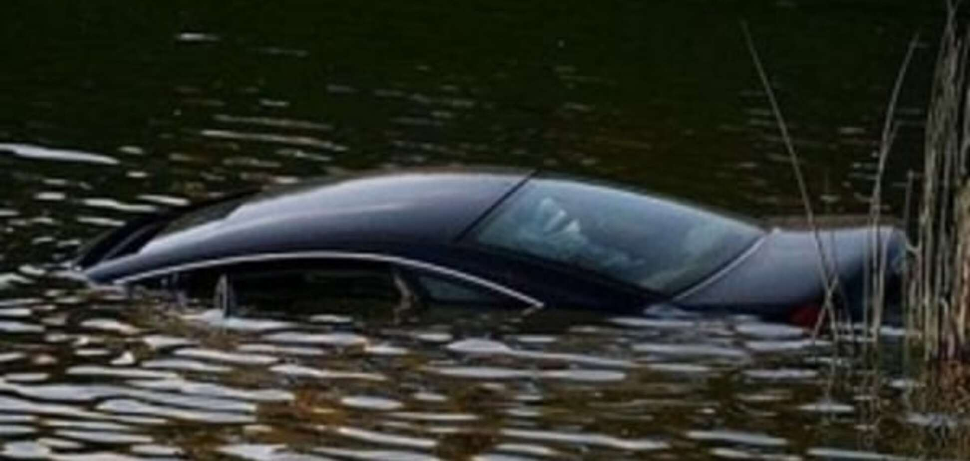 На Закарпатті автомобіль впав у річку: загинули чотири людини