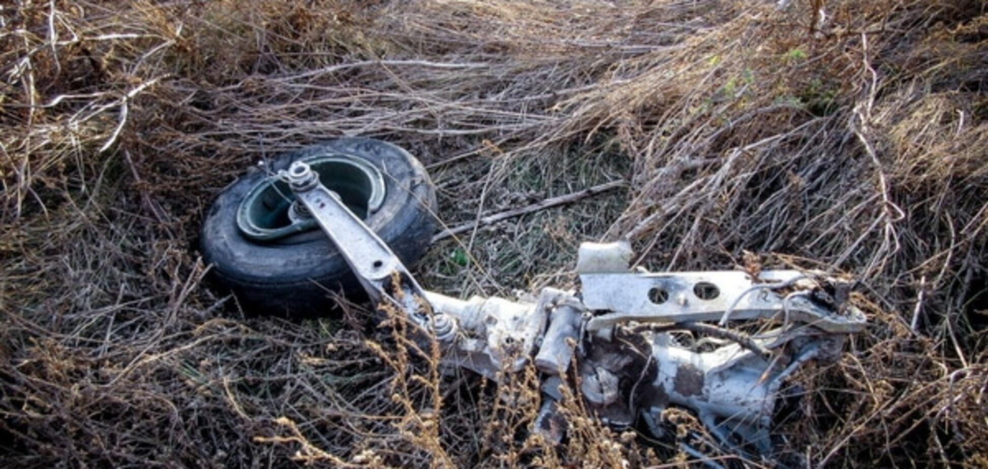 Обломки СУ-25 разлетелись на километр: новые фото с места аварии