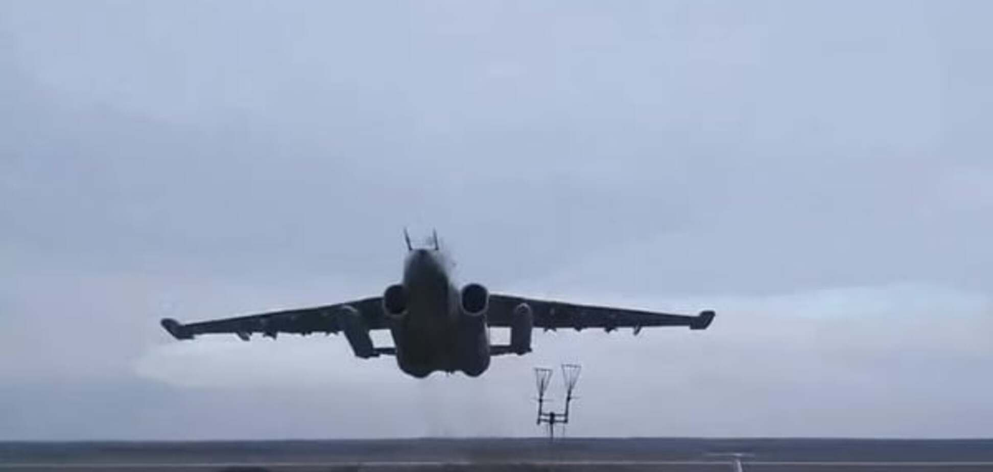 Форсаж в 5 метрах от земли: летчики объяснили видео с опасными полетами украинской авиации