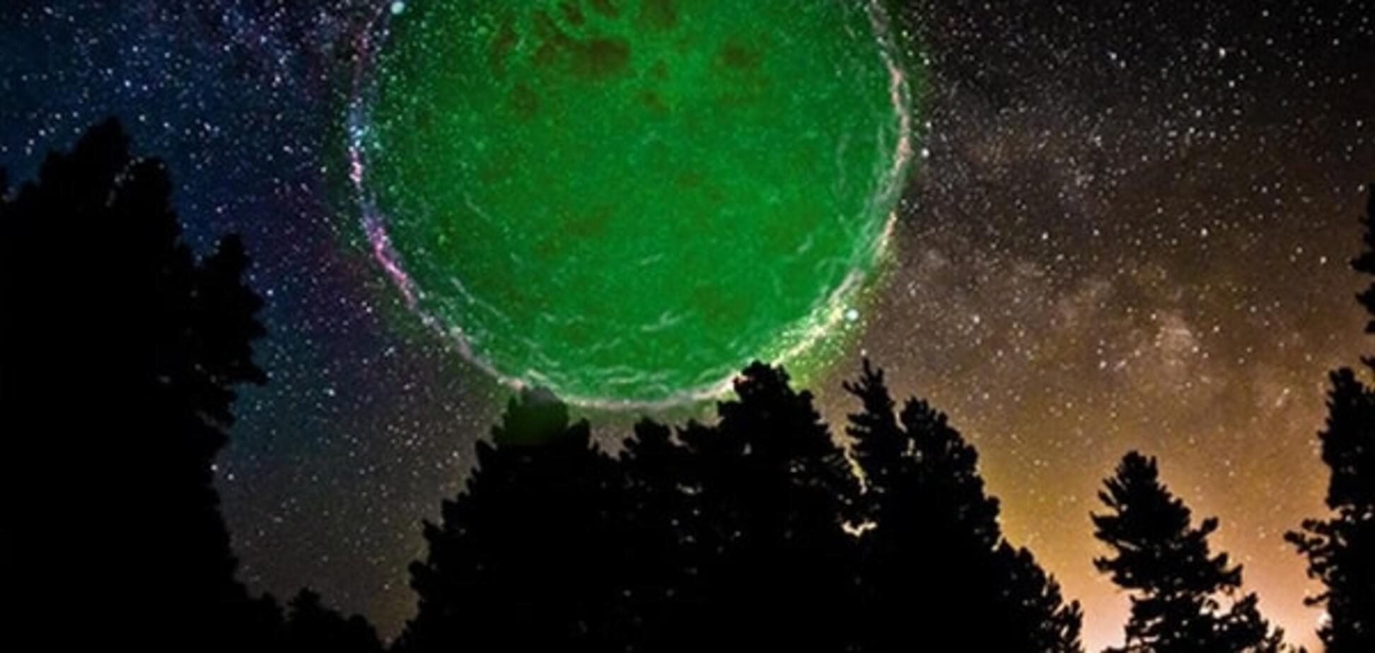 Привіт від зелених чоловічків: росіян привів у жах палаючий НЛО. Відеофакт