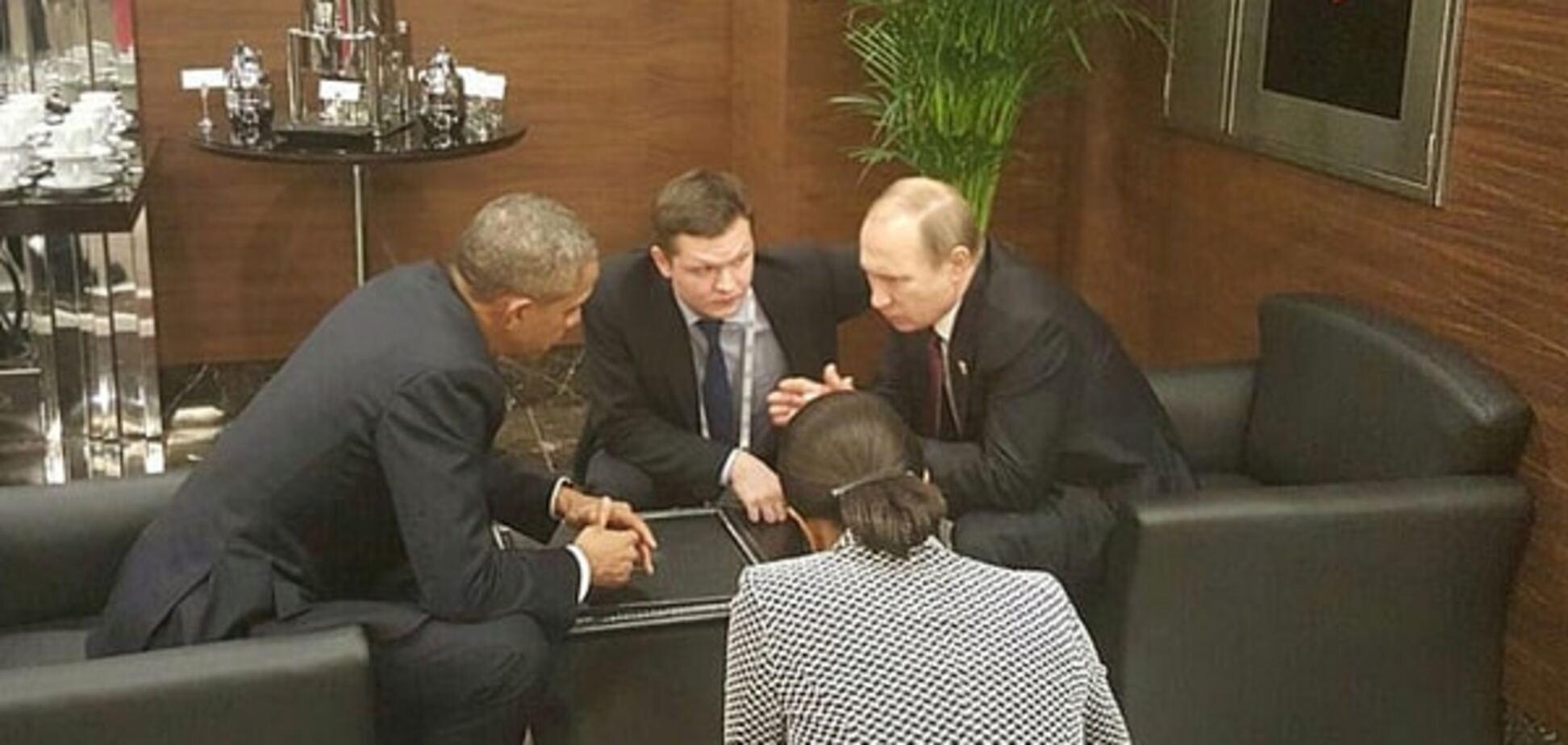 Примостились в уголке: Обама с Путиным переговорили в холле G20. Видеофакт