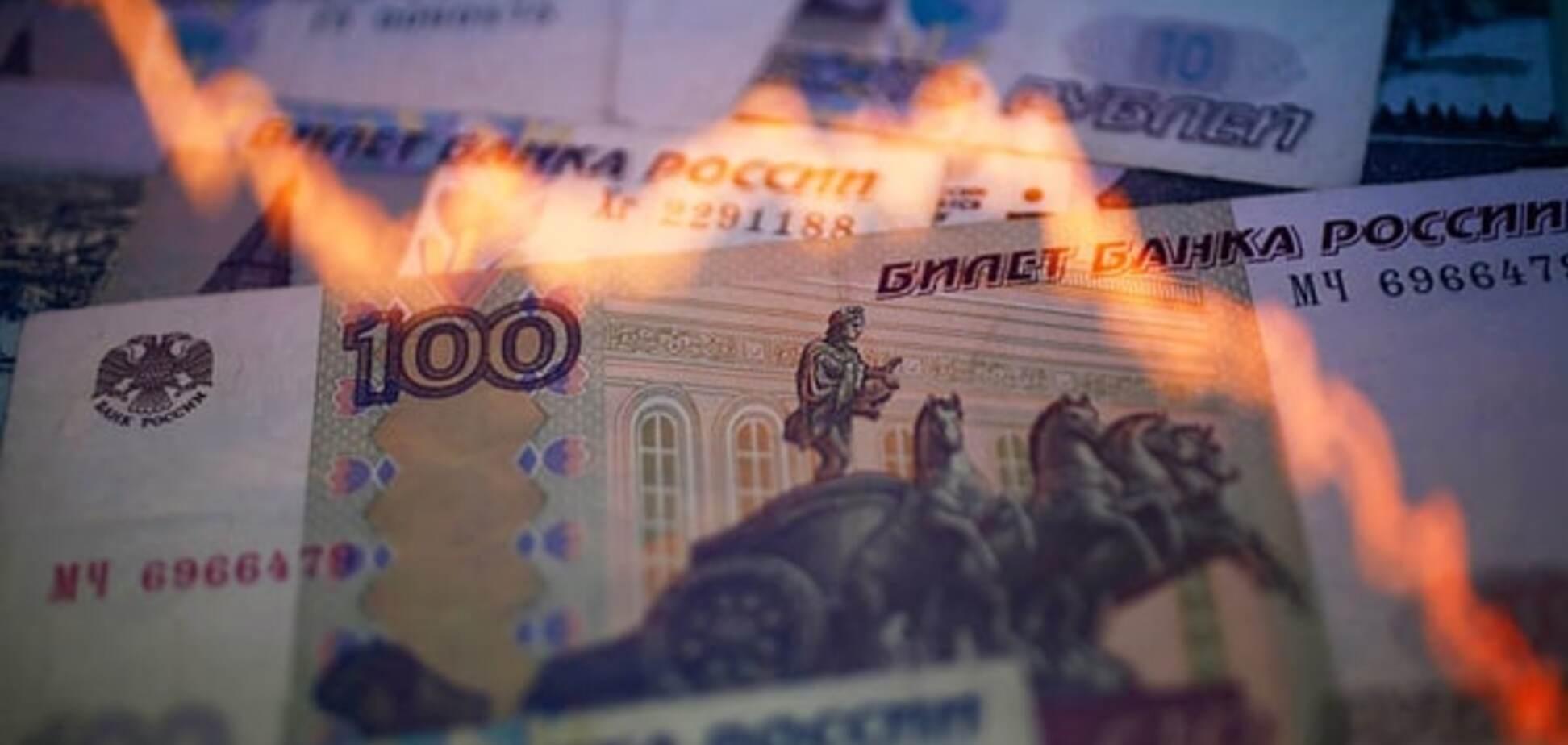 Кремль змушений продовжити обвал рубля - Bloomberg