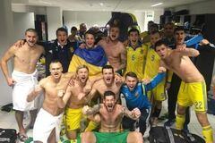 Коноплянка показал, что творилось в раздевалке сборной Украины после выхода на Евро-2016: фото эмоций