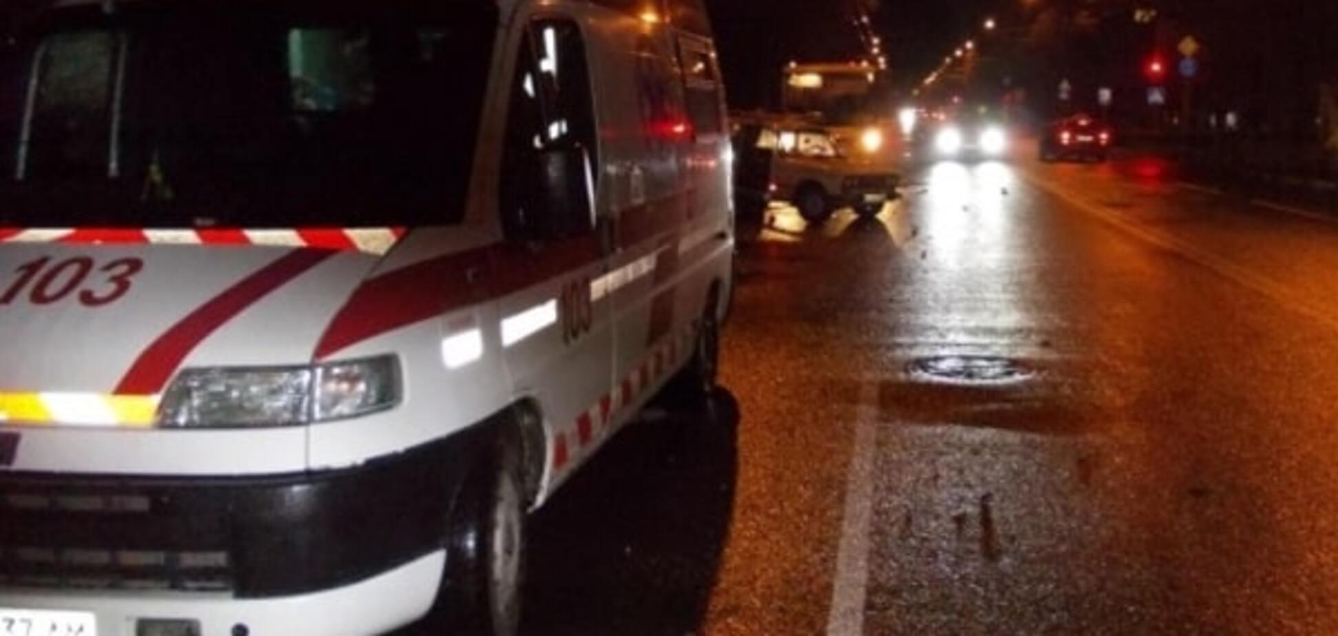 В Одессе Mercedes сбил пешеходов на переходе и скрылся: парень погиб, девушка в коме