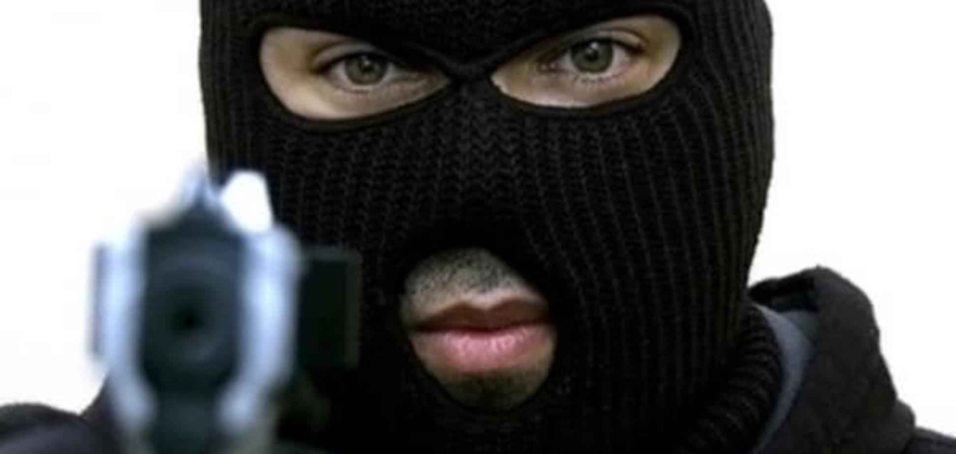 У Києві озброєні люди пограбували банк