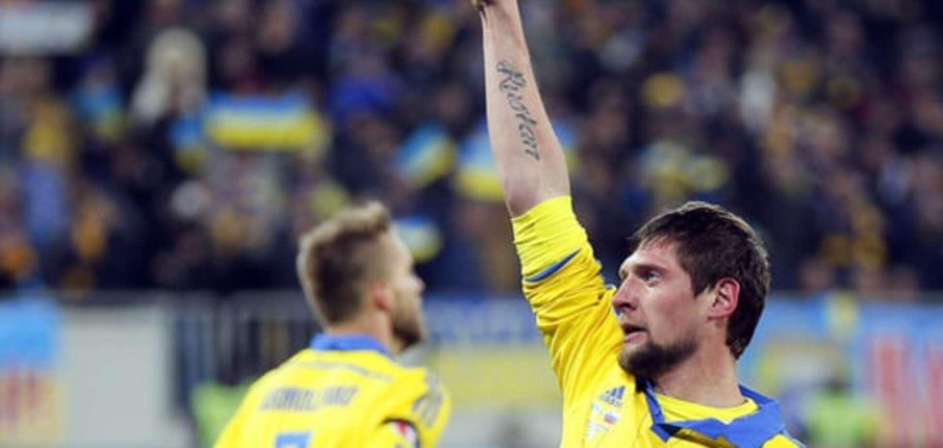 'Аргументируйте!': форвард сборной Украины повздорил с журналистом после выхода на Евро-2016