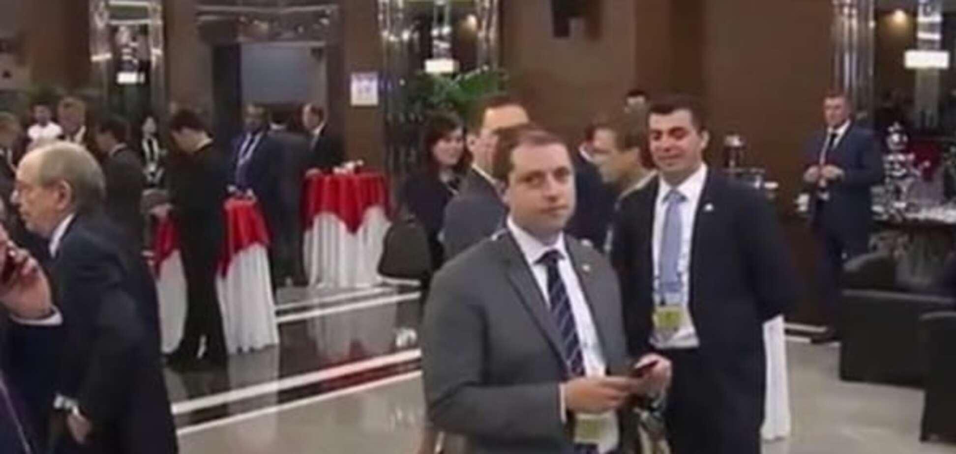 Бонд, Джеймс Бонд: розкрито 'шпигуна', що стежив за Путіним і Обамою на G20. Відеофакт