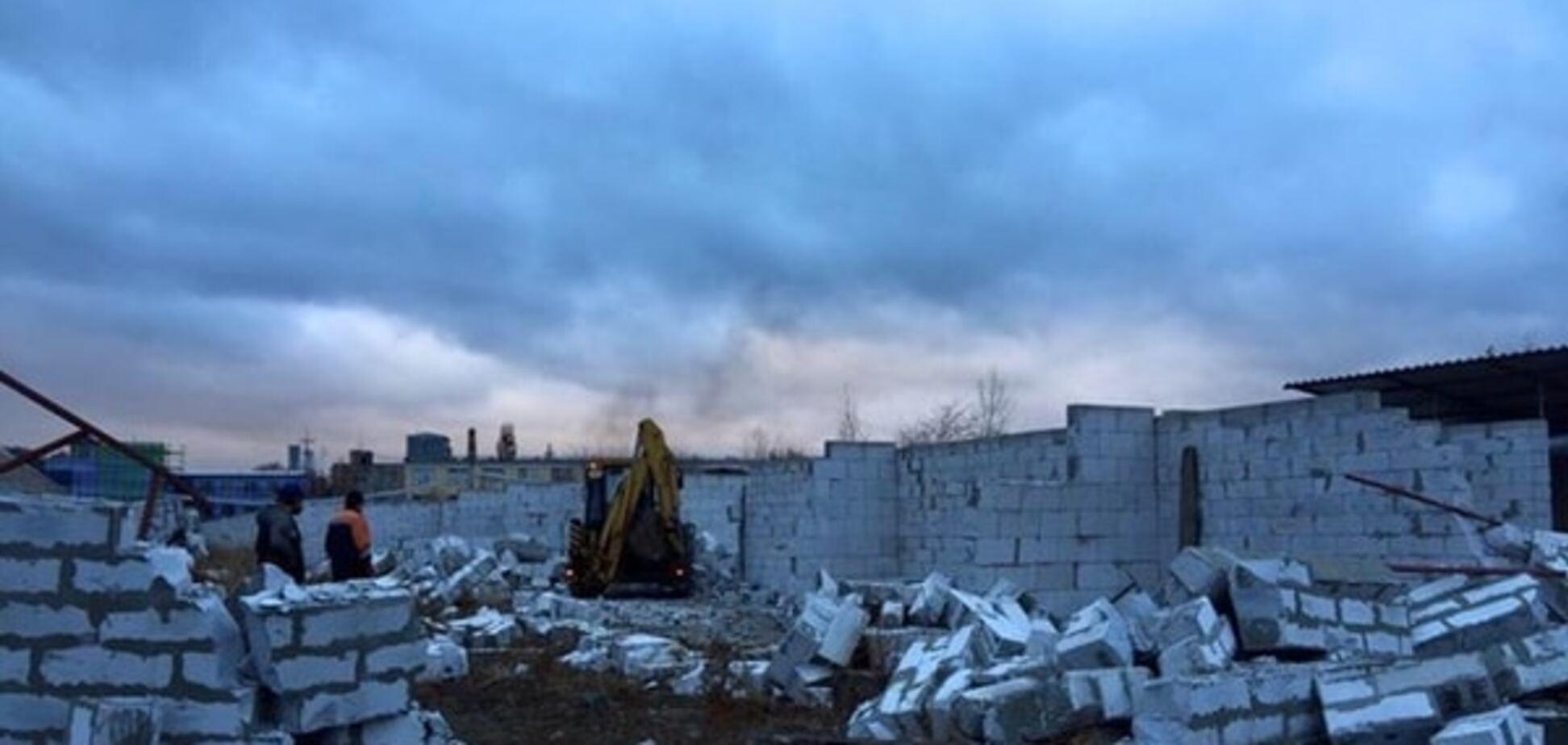 Екс-депутат Київради обстріляв робітників, що демонтували незаконний авторинок
