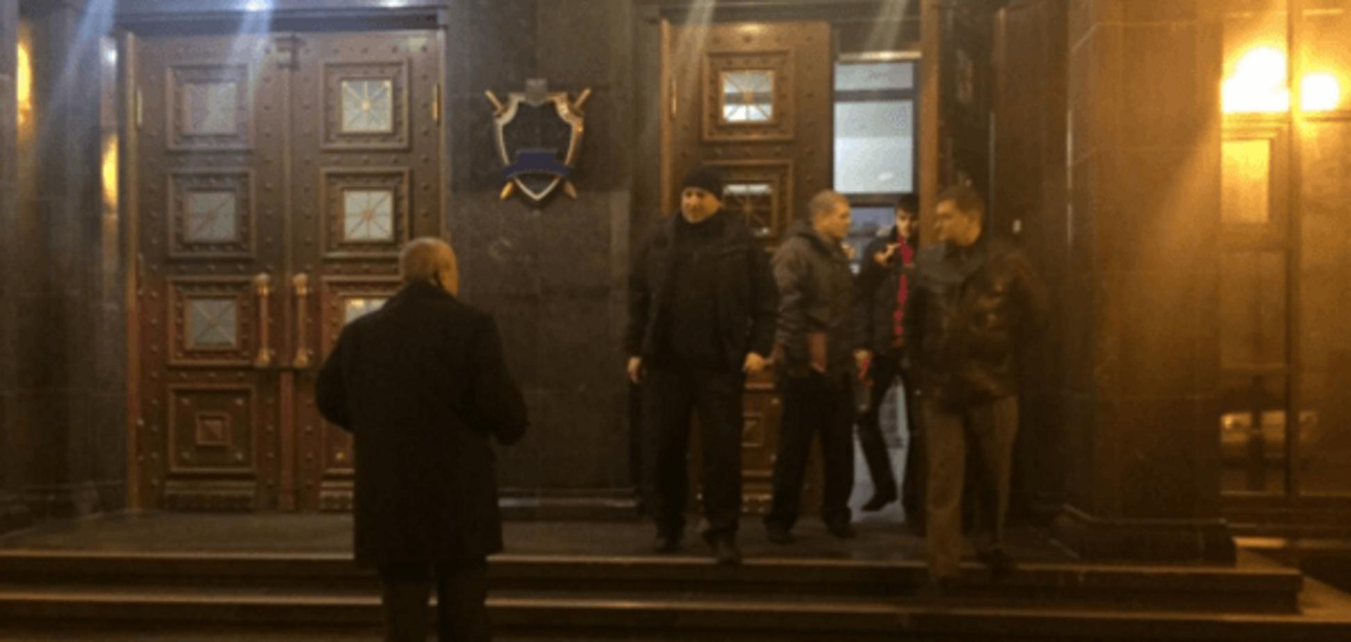 Окна кабинета Шокина обстрелял снайпер. Возле ГПУ дежурит милиция: опубликованы фото и видео