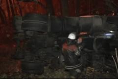 Масштабне ДТП під Києвом: бензовоз зіткнувся з легковиком і загорівся