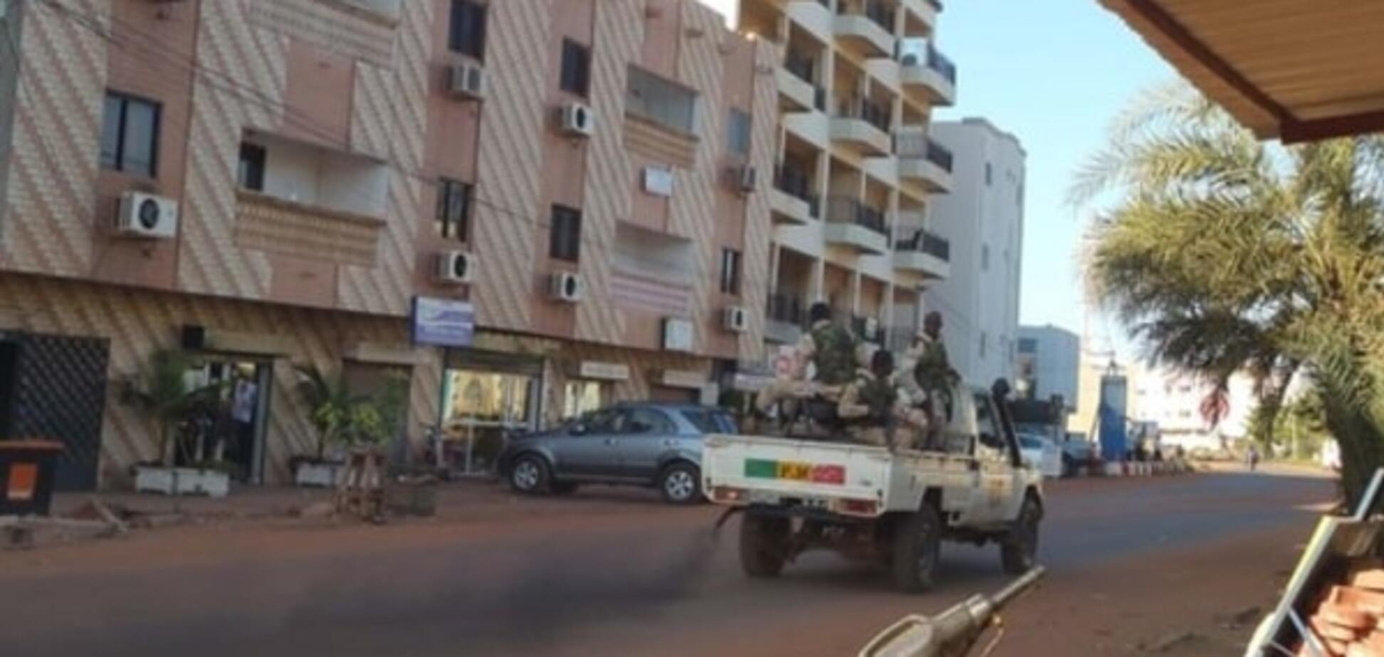 Терористи в Малі звільнили заручників, які цитували Коран