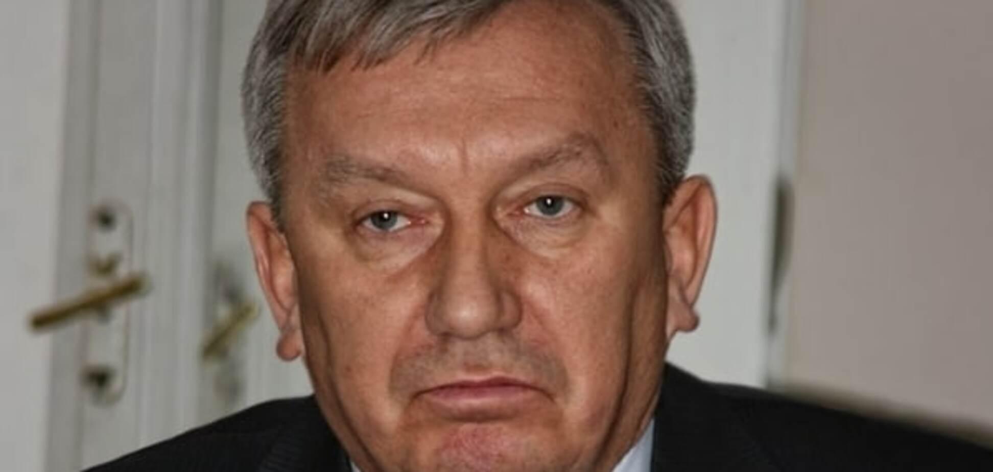 ЗМІ розповіли про кримінальне минуле побитого Парасюком СБУшника