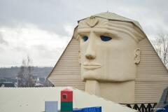 Белорус выстроил на даче восьмиметрового сфинкса