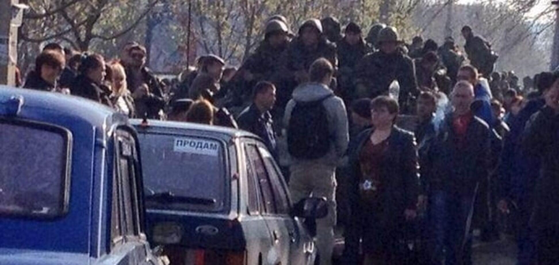 Відплата: двоє луганчан сіли на 5 років за блокування військової техніки ЗСУ